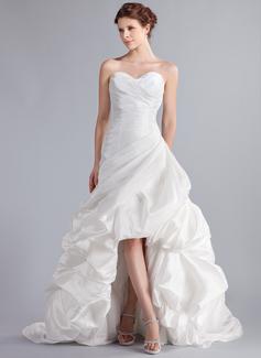 A-Linie/Princess-Linie Herzausschnitt Asymmetrisch Taft Brautkleid mit Rüschen (002025339)