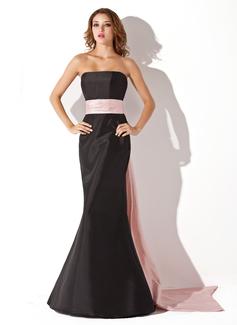 Trumpettimekot/Merenneito Olkaimeton Lattiaa hipova pituus Tafti Morsiusneitojen mekko jossa Satiininauhavöitä (007004268)
