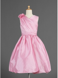 A-Line/Princess Knee-length Flower Girl Dress - Taffeta Sleeveless V-neck With Ruffles/Flower(s) (010014618)