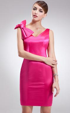 Vestido tubo Escote en V corto rodilla-longitud Charmeuse Baile de promoción con Lazo(s) (016002974)