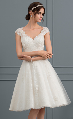 A-Line/Princess V-neck Knee-Length Tulle Lace Wedding Dress (002153430)