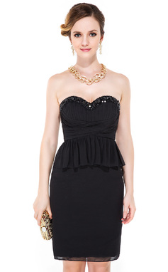 Forme Fourreau Bustier en coeur Longueur genou Mousseline Robe de cocktail avec Emperler Sequins Robe à volants (016051149)