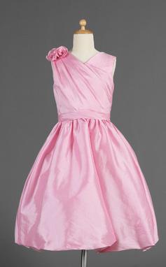 A-Line/Princess Knee-length Flower Girl Dress - Taffeta Sleeveless V-neck With Ruffles/Flower(s) (010014618)