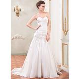 Forme Princesse Amoureux Traîne moyenne Taffeta Robe de mariée avec Plissé Brodé Fleur(s) Paillettes (002031867)
