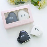 Mr & Mrs. Salt and Pepper Shakers Wedding Favors (Set of 2 pieces) (051193817)