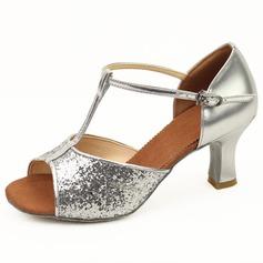 Mulheres Couro Espumante Glitter Saltos Sandálias Latino com Correia -T Fivela Sapatos de dança (053011481)