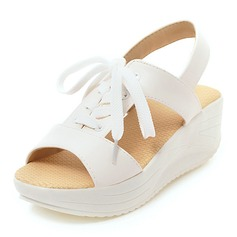 Женщины PU Вид каблука Сандалии Платформа Танкетка с Шнуровка обувь (087155476)