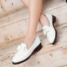 Женщины Лакированная кожа Плоский каблук На плокой подошве Закрытый мыс с бантом обувь (086119366)