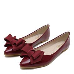 Женщины Лакированная кожа Плоский каблук На плокой подошве Закрытый мыс с бантом обувь (086163210)