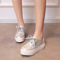 Mulheres Couro Plataforma Fechados Calços com Aplicação de renda sapatos (086119379)