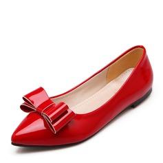 Женщины Лакированная кожа Плоский каблук На плокой подошве Закрытый мыс с бантом обувь (086141394)