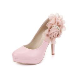 Konstläder Stilettklack Pumps Stängt Toe med Oäkta Pearl Blomma skor (085049055)