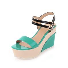 Konstläder Kilklack Sandaler Pumps Plattform Peep Toe Slingbacks med Spänne skor (087048842)