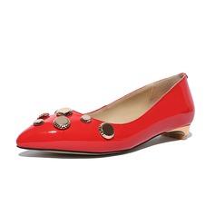 Kvinnor Lackskinn Flat Heel Platta Skor / Fritidsskor Stängt Toe med Strass skor (086086136)