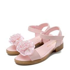 Jentas Titte Tå Leather flat Heel Sandaler Flate sko Flower Girl Shoes med Profilering Imitert Perle Velcro Blomst (207122025)