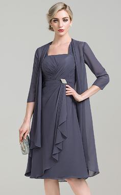 A-linjainen/Prinsessa Square Pääntie Polvipituinen Sifonki Morsiamen äiti-mekko jossa Kristallirintakoru Laskeutuva röyhelö (008085309)