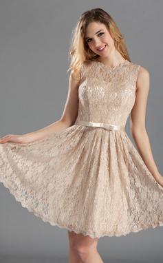 A-linjainen/Prinsessa Pyöreä kaula-aukko Polvipituinen Pitsi Morsiusneitojen mekko jossa Rusetti (007019660)